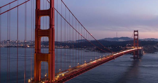 Golden Gate Bridge, en San Francisco, al atardecer.